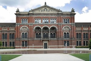 The courtyard façade. (c) The Victoria and Albert Museum.