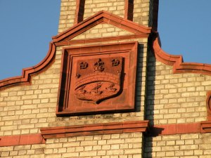 The city shield in brickwork on the side of the 'Sanatorium'.