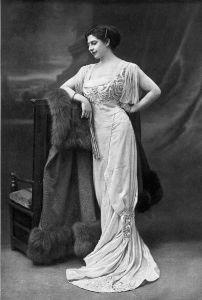 Mlle Mc modelling in 1910.