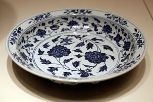 A porcelain dish from the Ming era (1368–1644), in the Brooklyn Museum.