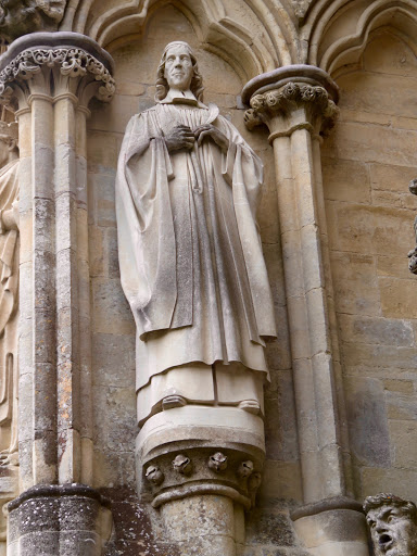 Herbert in a niche on the façade of the cathedral.