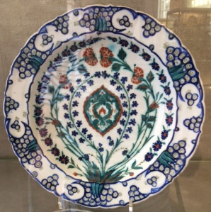 Iznik plate decorated with flowers including pinks, c.1560–75, in the FItzwilliam Museum, Cambridge.