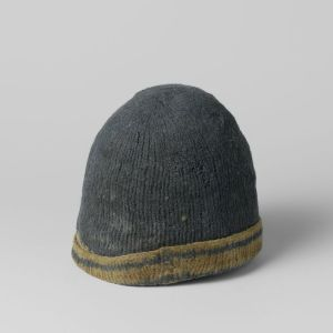 Another turned-up brim, knitted in the round.