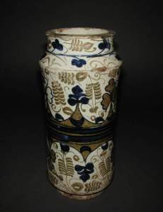 A Moorish jar from Spain, with characteristic metallic lustre decoration. (Credit: the Fitzwilliam Museum, Cambridge.)