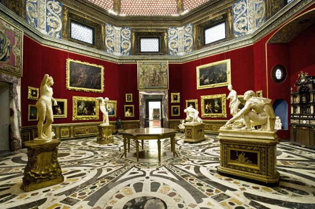 View of the famous 'Tribuna' in the Uffizi Gallery.